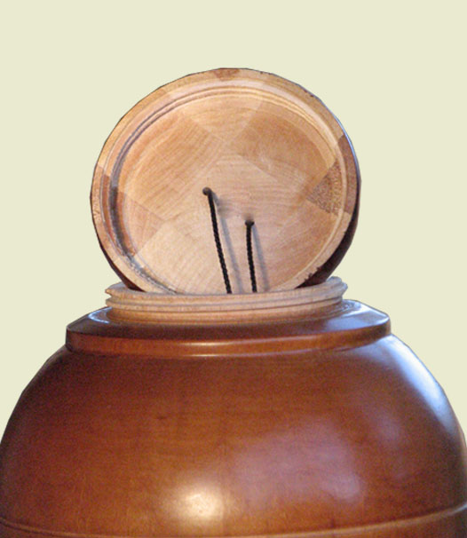 The lid construction of the urn